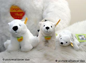 Steiff cuddly toy versions of Knut