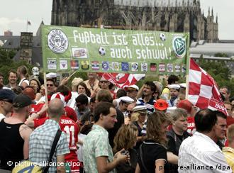Transparent Nogomet je sve - pa i homoseksualan na Christopher Street Day-u u Kölnu (6.7.2008,)