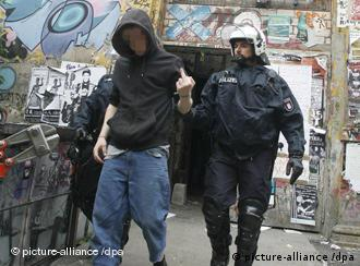 A policeman making an arrest of a leftist in Hamburg