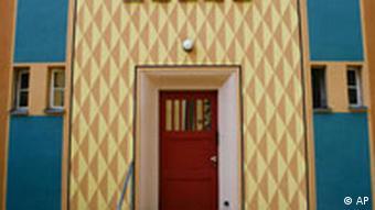 Eingang eines Hauses der Siedlung Gartenstadt Falkenberg des Architekten Bruno Taut im Bezirk Treptow-Koepenick von Berlin