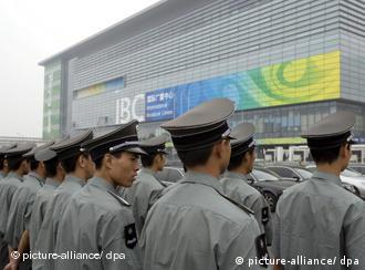 Security personnel stand guard outside the International Broadcasting Centre (IBC) at the Olympic Green in Beijing, China which opened 08 July 2008, one month prior to the opening ceremony of the 29th Olympiad. The centre along with the adjoining Main Press Centre will host over 21,000 journalists from around the world during the upcoming Beijing Olympics which commence 08 August. EPA/ADRIAN BRADSHAW (zu dpa 0157 vom 08.07.2008) +++(c) dpa - Report+++