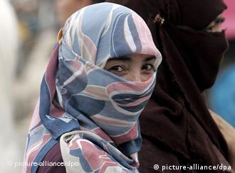 Verschleierte Islamische Frau in Kashgar