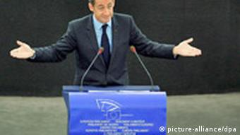 n French President Nicolas Sarkozy delivers a speech during the EU Plenary Session in Strasbourg, France, 13 November 2007. Sarkozy faces the biggest challenge yet of his six-month term, when French transport and utility workers are due to begin an open-ended strike action that could paralyse the country. EPA/CHRISTOPHE KARABA +++(c) dpa - Report+++