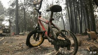Verbranntes Fahrrad (Quelle: AP)