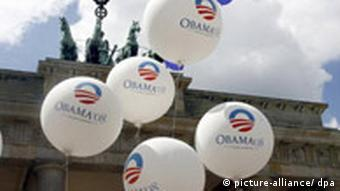 Obama balloons in front of the Brandenburg Gate