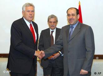 میشائل گلوز، وزیر اقتصاد آلمان (چپ) در دیدار با نوری المالکی، نخست وزیر عراق