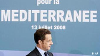 French President Sarkozy shakes hands with Palestinian President Abbas, left, and Israel's Prime Minister Olmert in Paris