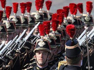 Военный парад в Париже в День взятия Бастилии