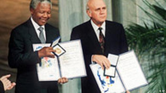 Nelson Mandela und Friedrich de Klerk erhalten Friedensnobelpreis