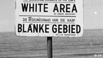 A beach sign reading white area