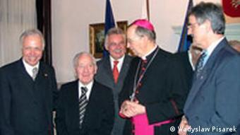 Urban Thelen z arcybiskupem H.Muszynskim, konsulem generalnym A. Kaczorowskim i W. Pisarkiem, założycielem Polskiej Misji Katolickiej w Kleve