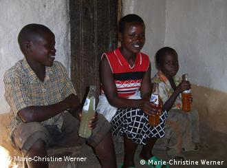 drei Kinder in Ruanda (Foto: Marie-Christine Werner)