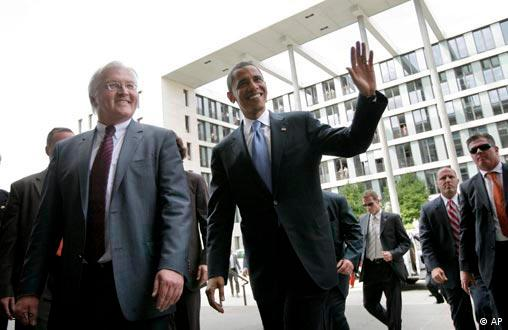Barack Obama walks with German Foreign Minister Frank-Walter Steinmeier, left, at the Foreign Ministry in Berlin, Thursday, July 24, 2008.