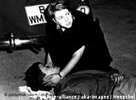 大学生贝诺.奥内索格在1967年6月的一次街头抗议骚乱中被警方打死