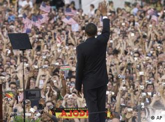US President-elect Barack Obama waves before delivering a speach to 200,000 in Berlin
