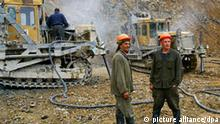 KHAKASSIA, RUSSIA. DECEMBER 5, 2007. Drilling and blasting operations at an open-pit gold mine owned by Zolotaya Zvezda gold mining company. (Photo ITAR-TASS / Alexander Kolbasov) +++(c) dpa - Report+++
