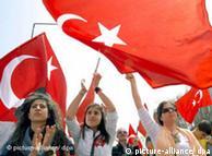 Демонстрация срещу управляващата в Турция Партия на справедливостта и развитието