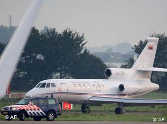 Самолет с Караджичем приземлился в Роттердаме