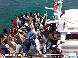 Milhares de refugiados buscam a ilha ao sul da Sicília