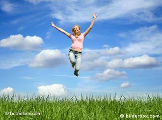 در ایجاد حس خوشبختی، جدا از داشتن رفاه مالی، داشتن آزادی برای تعیین سبک زندگی مهم است