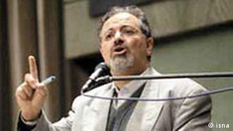 احمد شیرزاد: اگر از من بپرسید چرا کشور به سمت هستهای شدن رفت میگویم نمیدانم.