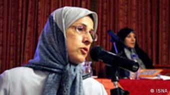 الهه کولایی، نماینده مجلس ششم، وجود وزیر زن را اقدامی مثبت اما ناکافی ارزیابی میکند