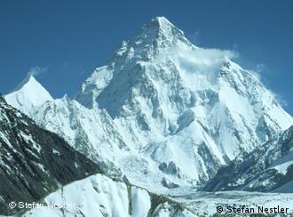 Blick auf den 8611 Meter hohen K 2, vom sogenannten Concordiaplatz aus, einem Zusammenfluss mehrerer Gletscher im Karakorum Quelle: Stefan Nestler