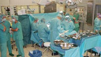 Doctors in an operating room, photo courtesy of Rechts der Isar Clinic