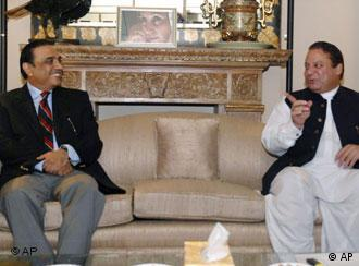 Former Prime Minister Nawaz Sharif (right) says his party is ready to cooperate with the party led by President Asif Ali Zardari (left)