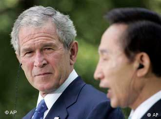 George W. Bush und Lee Myung Bak (Quelle: AP)