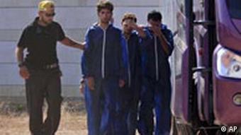 Israel Soldaten bringen Palästinenser aus Gaza in die Westbank