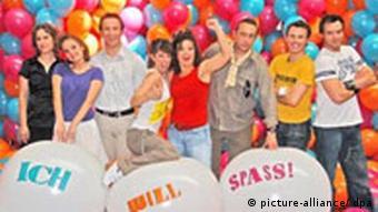 Beim Fototermin steht am Donnerstag (24.07.2008) in Essen das Ensemble des Musicals Ich will Spaß!