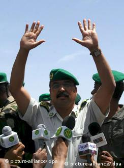 General Mohamed Ould Abdel Azis greets supporters after the coup