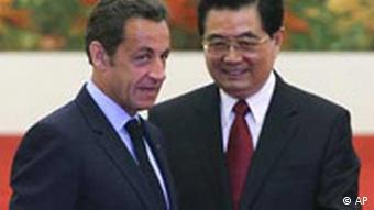 Chinese President Hu Jintao, right, chats with French President Nicolas Sarkozy