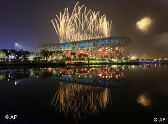 Фейерверк над олимпийским стадионом в Пекине