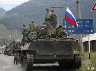 Российская бронеколонна в Южной Осетии