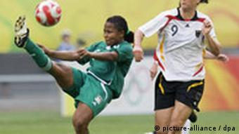 Birgit Prinz (L) of Germany vies for the ball with Ulunma Jerome of Nigeria during the first round match in group F during the women's soccer competition at the Beijing 2008 Olympic Games, Shenyang, China, 09 August 2008 EPA/AHMAD YUSNI +++(c) dpa - Report+++