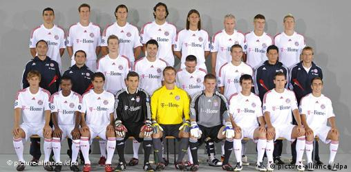 Formal team portrait of Bayern Munich with Ze Roberto and Klinsmann among others taken in 2008