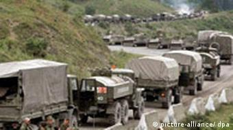 Russian troops move on the road to Tskhinvali