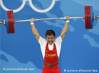 Zhang Xiangxiang of China lifts 176kg weights in Beijing