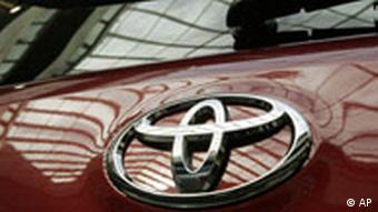 Close up of the Toyota insignia
