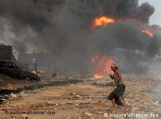 Nigeria Explosion Pipeline (picture-alliance/ dpa)