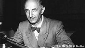 Член Конституционного собрания Отто Зур в замке Херренкимзее в августе 1948 года