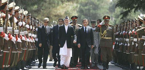 Afghan President Hamid Karzai and French President Nicolas Sarkozy inspect the gaurd of honor at president palace in Kabul