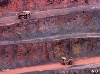 یک معدن آهن در برزیل. مواد خام همواره کمیابتر و گرانتر میشود