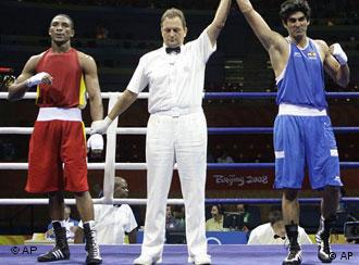 Boxer Vijender Kumar of India, right, won a bronze medal in the middleweight category