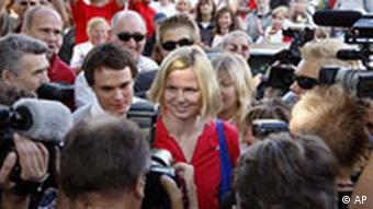 Britta Steffen surrounded by photographers and people