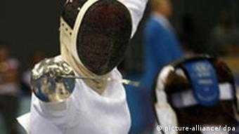 Lena Schoeneborn dressed in fencing gear and sparring off against an opponent.