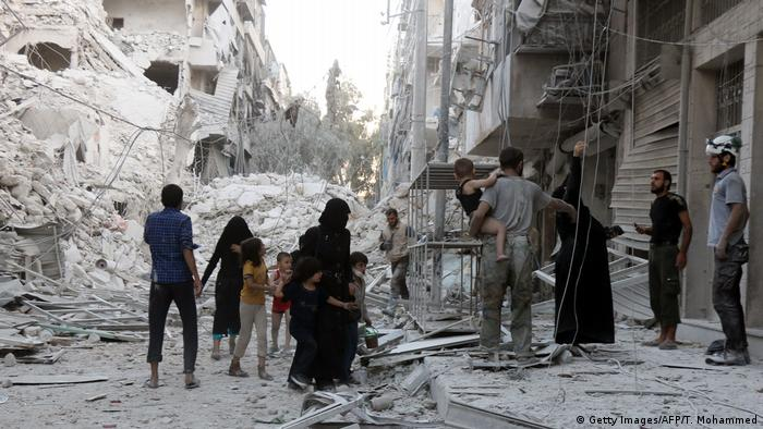 Syrien Aleppo - Zerstörte Häuser nach Luftangriff (Getty Images/AFP/T. Mohammed)