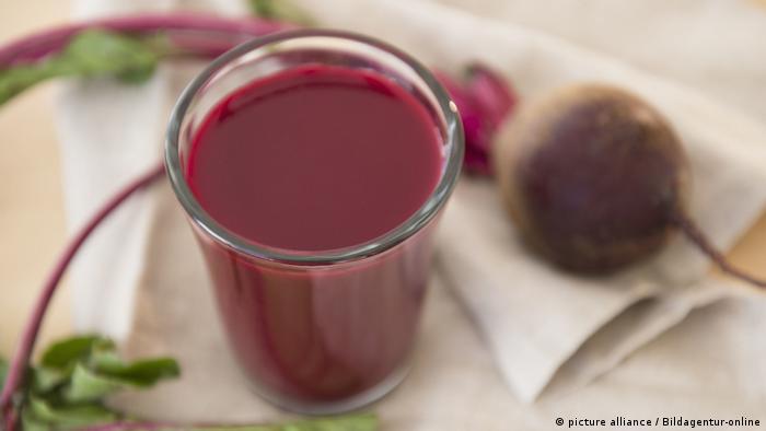 دارسة: عصير الشمندر الأحمر لأوعية دموية صحية ودماغ متقد | صحة | معلومات لا  بد منها لصحة أفضل | DW | 01.04.2021